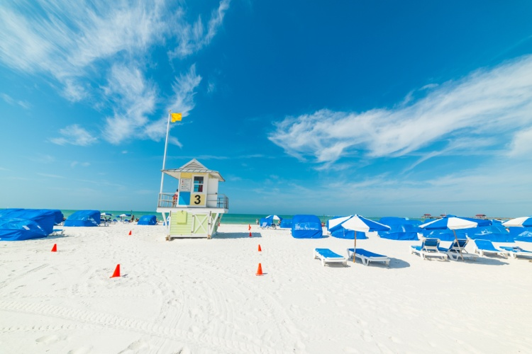 Lifeguard stand and lounging chairs on Clearwater Beach