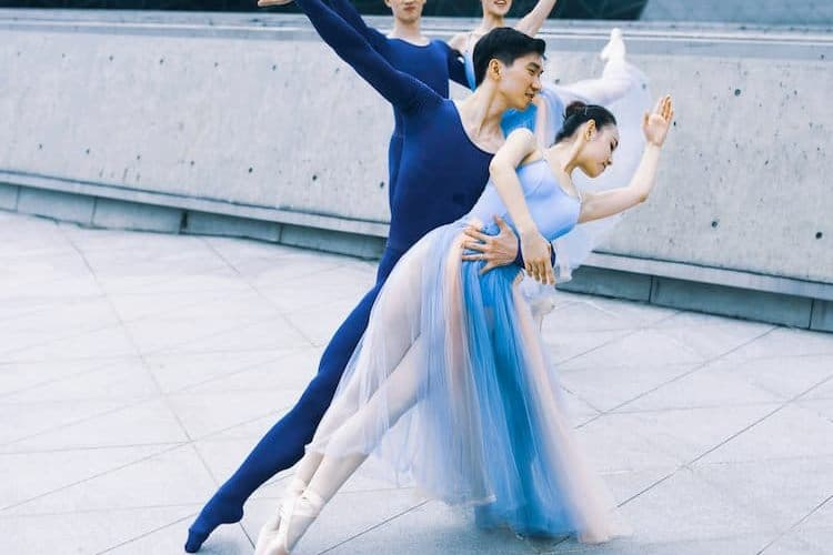 Male ballet dancer holding female dancer
