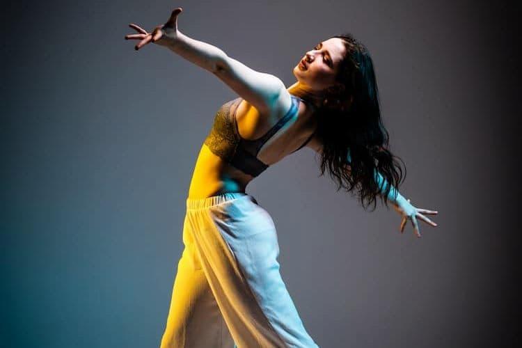 Modern dancer posing